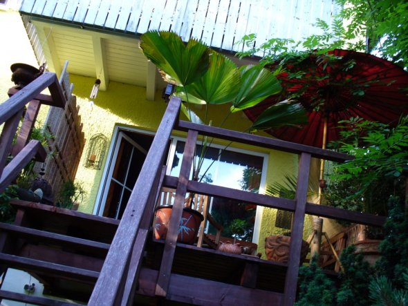 Terrasse / Balkon 'Holzbalkon mit Treppe'