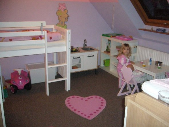 kinderzimmer 39 lillebie m dchenzimmer 39 umgezogen zimmerschau. Black Bedroom Furniture Sets. Home Design Ideas