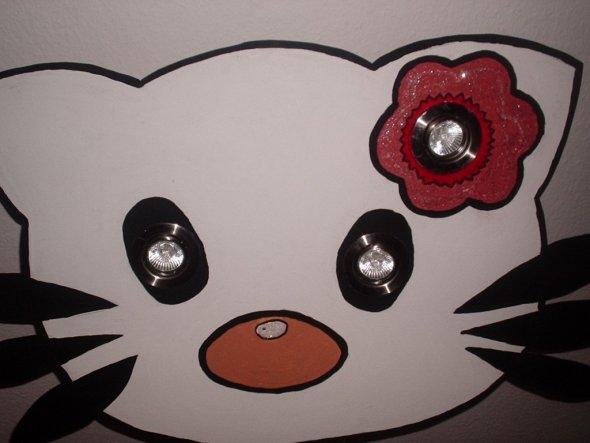 Das ist ein Hallo Kitty Lampe selbst gemacht von mir.