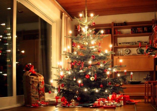 Eigene Weihnachtsbilder hab' ich leider nicht. Deshalb hier ein Foto von meinem alten zu Hause.