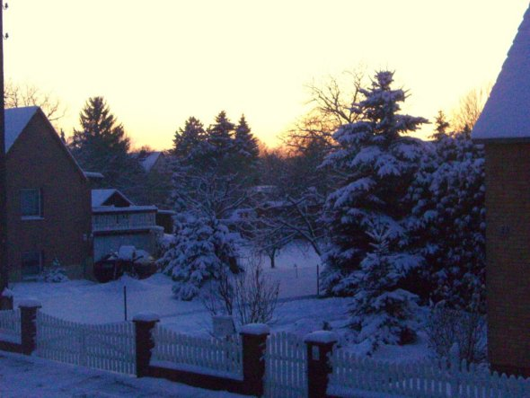 Hausfassade / Außenansichten 'Januar im Schnee versunken'