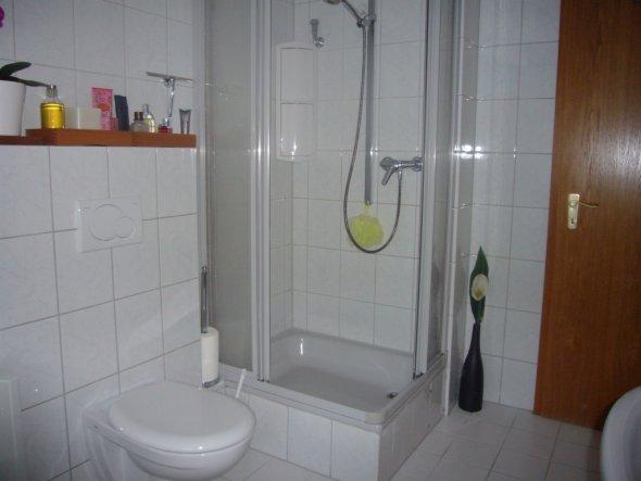 bad 39 badezimmer 39 unser lang gesuchtes reihenh uschen zimmerschau. Black Bedroom Furniture Sets. Home Design Ideas