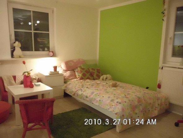 """Das """"Schlafzimmer"""" - mittlerweile hängen natürlich Bilder, Memo Boards und Rollos dran ... und so aufgeräumt ist es auch nicht immer ...."""