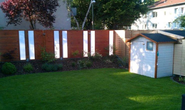 Unser neuer Zaun aus Holz und Plexiglas .....