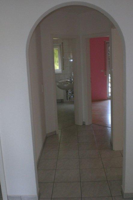 Blick vom Flur zum Bad und zum Gästezimmer