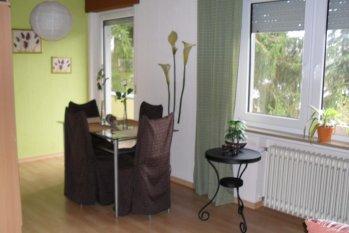 Wohnzimmer mit Esszimmer