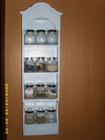 Mein etwas anderes Gewürzregal :-) Hier werden seit einigen Jahren Sand und Muscheln aus dem jeweiligen Urlaub gesammelt.