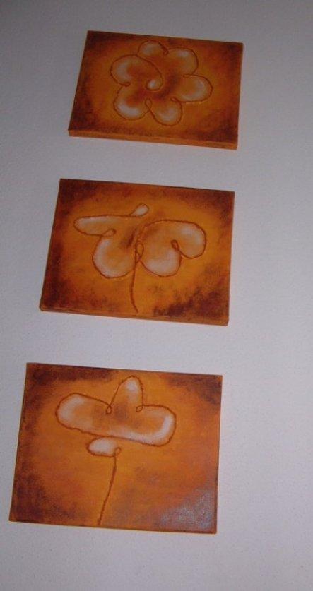 """""""Blumentrio"""" aus einem Malkurs-Buch abgemünzt. Verwendet wurde eine Paketschnur und Acrylfarben."""