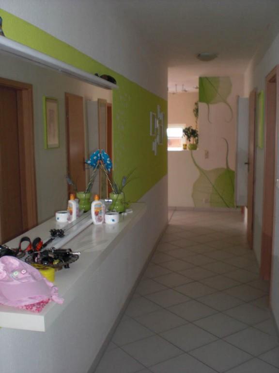 flur gestalten mit farbe verschiedene. Black Bedroom Furniture Sets. Home Design Ideas