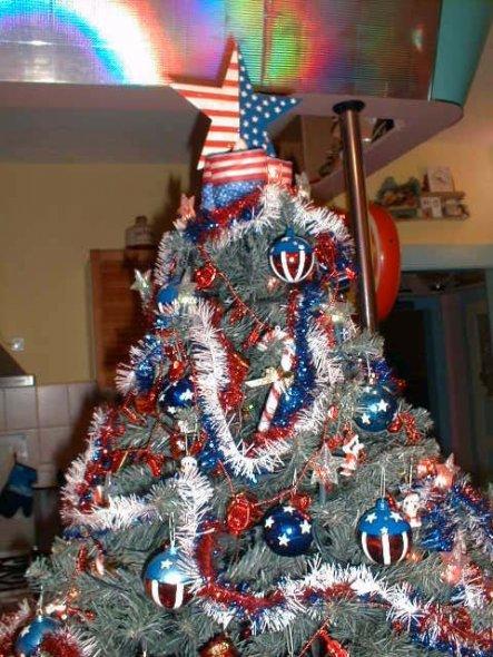 Ami Küche....Ami Baum Die Kugeln im Stars & Stripes Design sind übrigens alle selbst gemalt. Bei Interesse bitte eine mail über die Hauspos