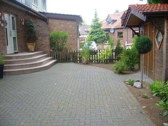 Eingangsbereich und Vorgarten