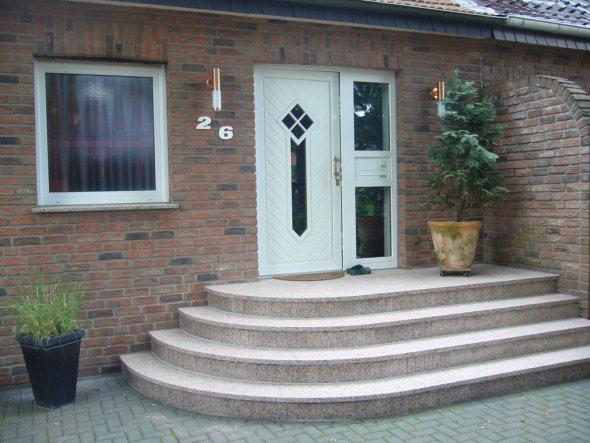 hausfassade au enansichten 39 draussen 39 home sweet home oleander zimmerschau. Black Bedroom Furniture Sets. Home Design Ideas