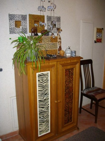 flur diele 39 afrika trifft antik im flur 39 mein domizil zimmerschau. Black Bedroom Furniture Sets. Home Design Ideas