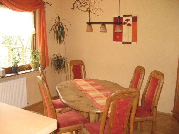 Esszimmer, Küche ist offen, führt ins Esszimmer. Wurde vor 2 J. renoviert
