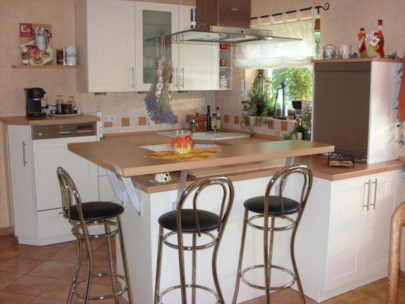 Küchen-Ausschnitt, vom Esszimmer aus gesehen