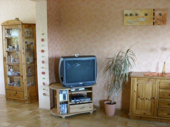 Wohnzimmer-Ausschnitt TV, Übergang zum Esszimmer