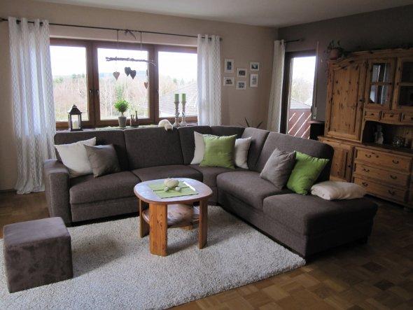 So, nun - im Januar 2013 - ist unser  neues Wohnzimmer fertig. Im Herbst 2012 haben wir ein großes Fenster in die Außenwand gebrochen, eine Balkontür