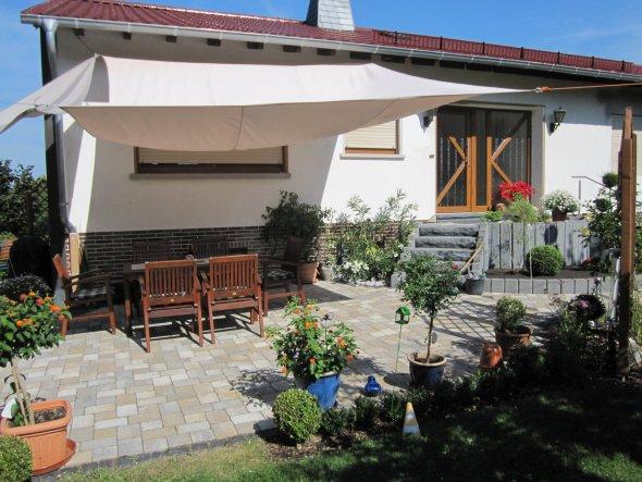 terrasse balkon 39 terrasse hauseingang 39 mein domizil zimmerschau. Black Bedroom Furniture Sets. Home Design Ideas