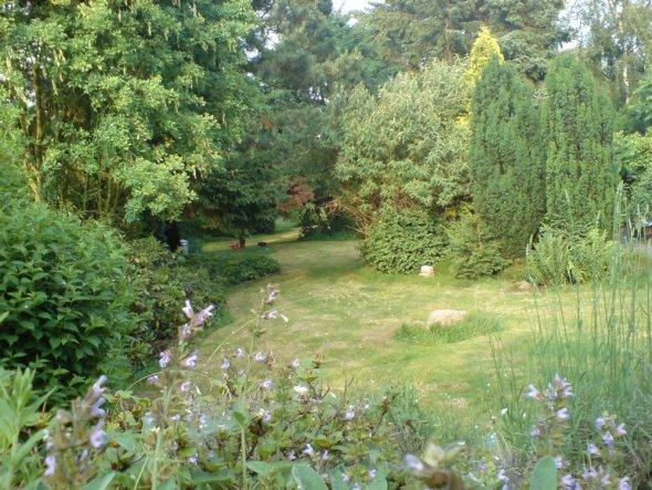 ... am Abend nach der Gartenarbeit genießt man endlich den Blick in den Garten...