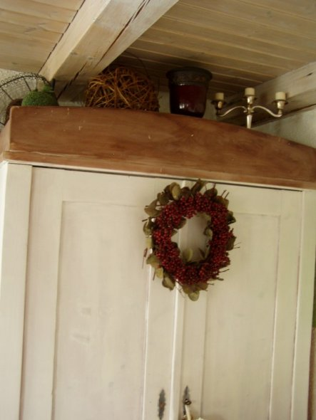 Wohnzimmerschrank ist ein Erbstück und ca. 100 Jahre alt. Wir je nach Jahreszeit Dekoriert.