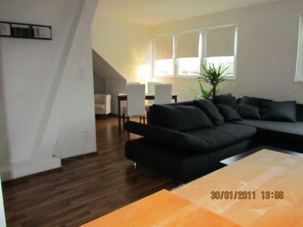 wohnzimmer 39 wohn essbereich mit offener k che 39 unsere mansardenwohnung zimmerschau. Black Bedroom Furniture Sets. Home Design Ideas