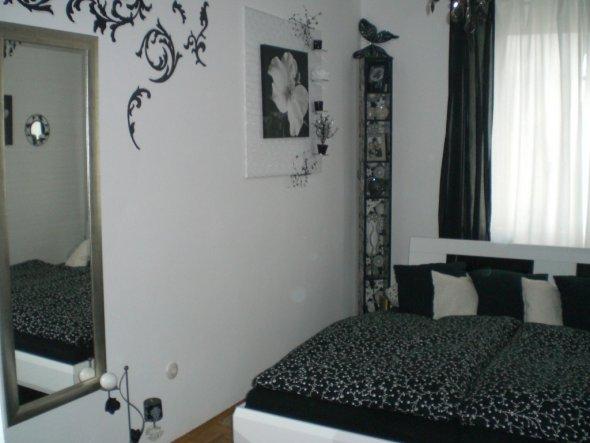 schlafzimmer 'schwarz/weiß' - mein domizil - zimmerschau - Schwarz Weis Lila Schlafzimmer