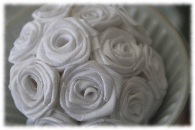 ich mache mir eine Rosenkugel (-; Muss leider noch einige falten ist erst die Hälfte fertig!