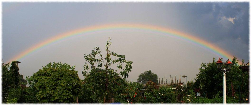 Dieser Regenbogen genau über unserem Garten hat mich fasziniert (-;