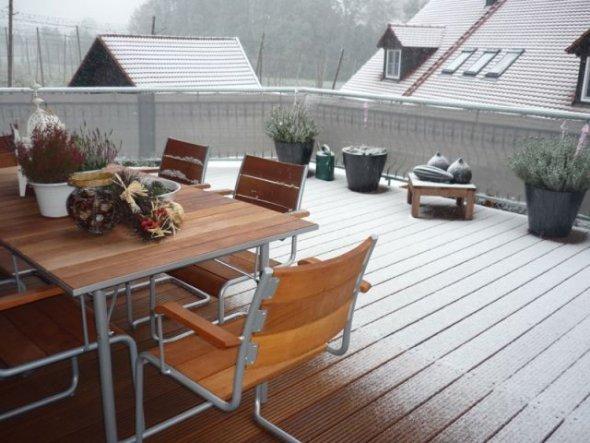 terrasse balkon 39 hilfe schnee im oktober 39 wohnen unter 39 m dach zimmerschau. Black Bedroom Furniture Sets. Home Design Ideas