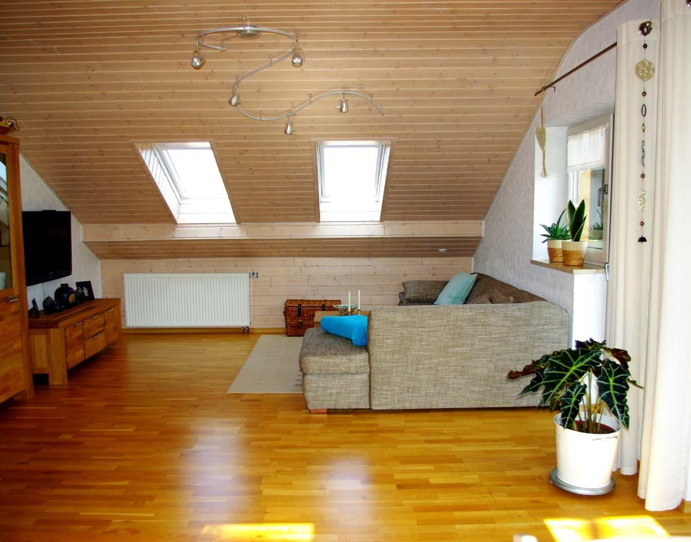 Wohnzimmer wohnen unter 39 m dach von yakari 26265 for Wohnen wohnzimmer