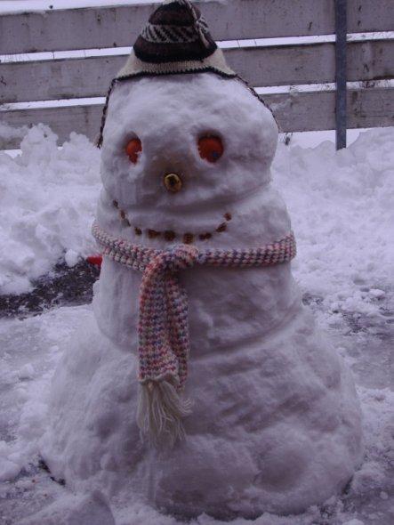 der erste Schnee auf der Terrasse