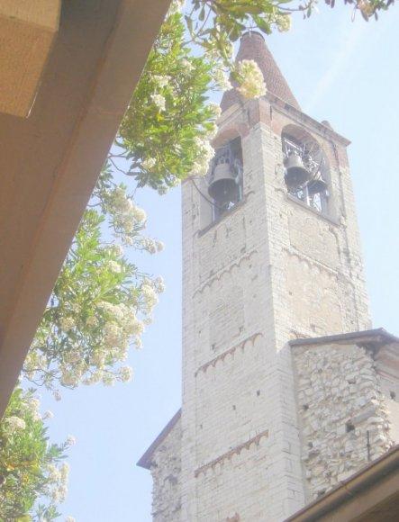 Die Kirche gegenüber
