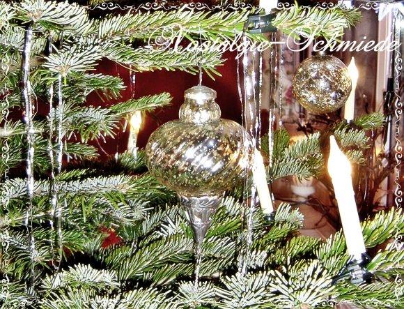 Ich muss es einfach immer wieder sagen, ich liiiieebe meinen Baum und ich werde es mir noch schweeeer überlegen, ob ich ihn schon an Heilig Drei König