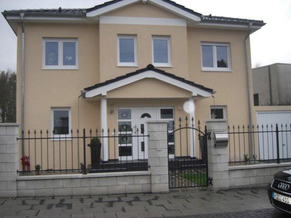 Hausfassade / Außenansichten 'von vorne'