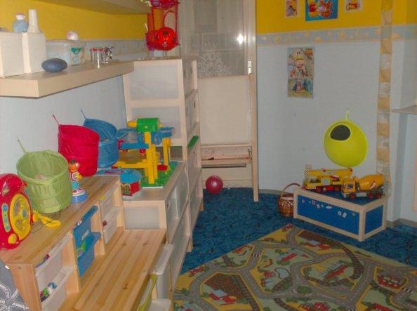 Platz für Anziehsachen und spielzeug