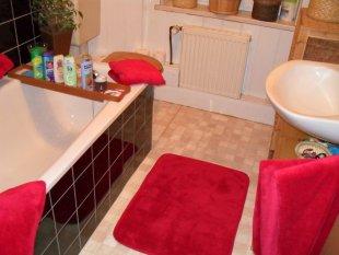 Badezimmer in Himbeer