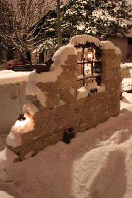 Ruine by night und vieeeel Schnee... Leider ist direkt an der Gartenmauer eine große Strassenlaterne, deshalb ist das Bild so hell. Eigentlich