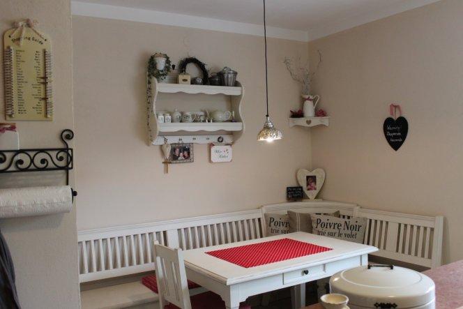 In der ersten Januarwoche haben wir die Küche neu gestrichen und nach 2 (!) Jahren hängt auch endlich die Lampe.....