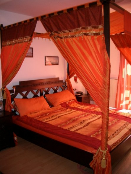 schlafzimmer 39 orientalischer schlaftraum 39 mein domizil zimmerschau. Black Bedroom Furniture Sets. Home Design Ideas