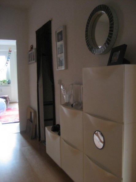 flur diele 39 ankommen und essen 39 stadtwohnung zimmerschau. Black Bedroom Furniture Sets. Home Design Ideas