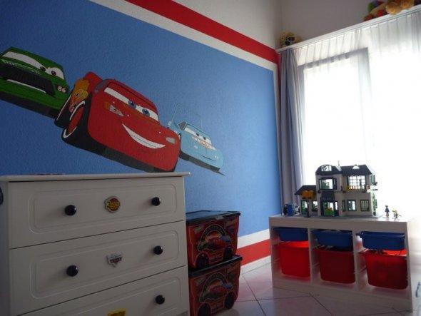Kinderzimmer Blau Rot farb wandgestaltung kinderzimmer junge graue moebel mustertapete rot Kinderzimmer Cars Zimmer