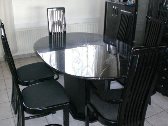 Die Möbel wurden letztes Wochenende von uns verkauft.