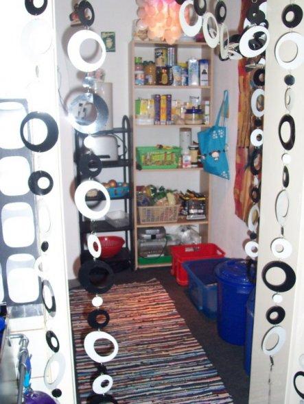 Abstellraum und Durchgang von der Küche ins Bad