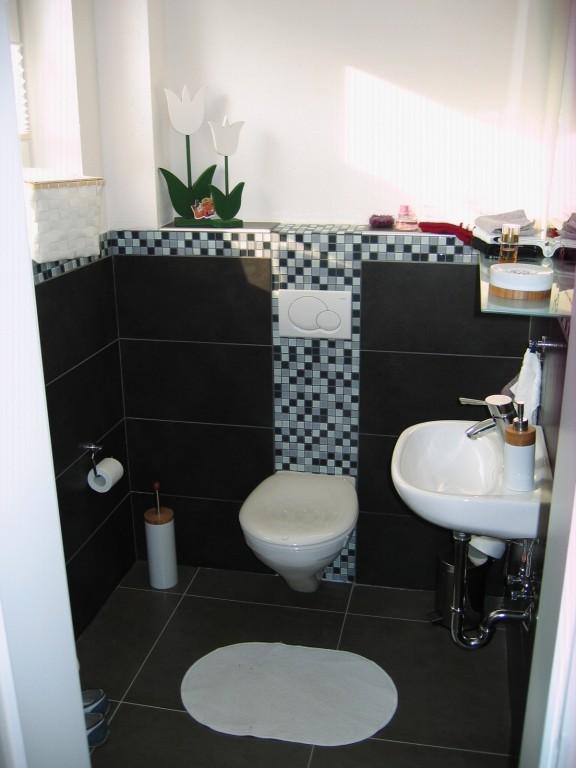 bad 39 g ste wc 39 das erste eigene haus zimmerschau. Black Bedroom Furniture Sets. Home Design Ideas