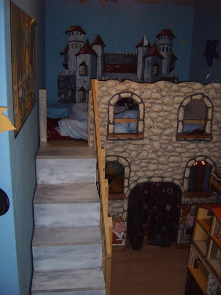kinderzimmer 39 ritterzimmer 39 evis und lukas reich camelote zimmerschau. Black Bedroom Furniture Sets. Home Design Ideas