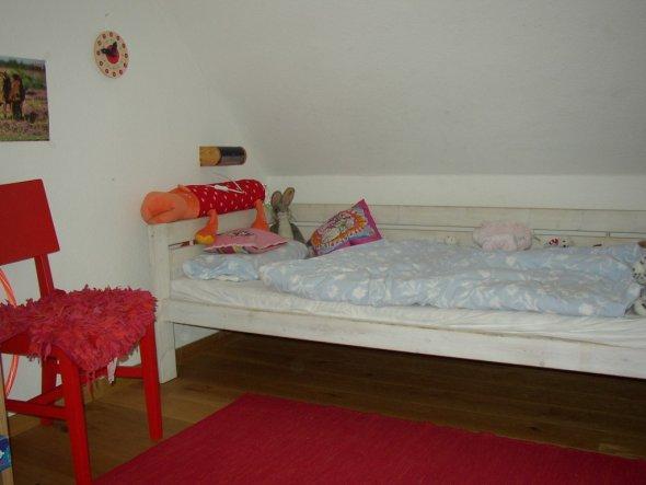 Hier wohnt meine 8-jährige Tochter. Ich (!) habe gerade aufgeräumt und dann schnell einige Fotos gemacht ;o)