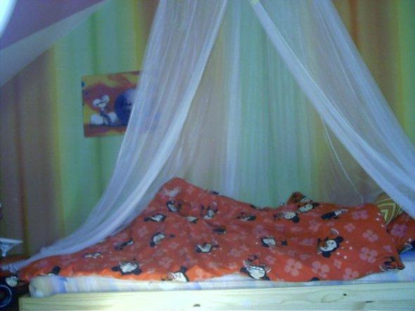Sehr tiefes Bett, aber sehr kuschelig.