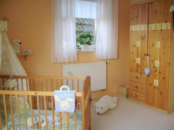 Ist zwar ein Jungenzimmer, aber ich liebe eben warme Farben ;-)