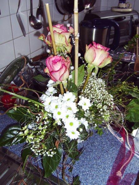 Gesteck mit Rosen