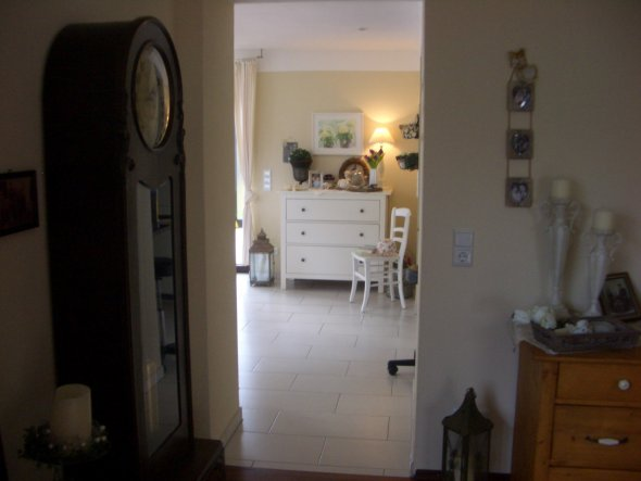 Blick vom Wohnzimmer zum Esszimmer.